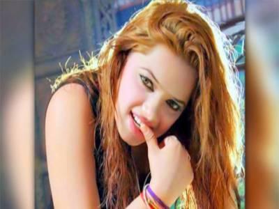 ملتان میں اسٹیج اداکارہ ایمان شاہ کی گاڑی کی ٹکر سے ایک شخص جاں بحق ہو گیا، اداکارہ گرفتار