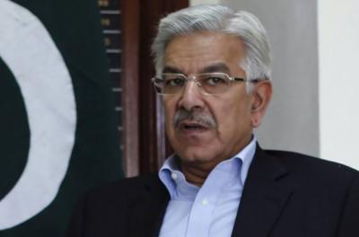 خواجہ آصف لوگوں کو گمر اہ کر رہے ہیں، حمزہ علی عباسی
