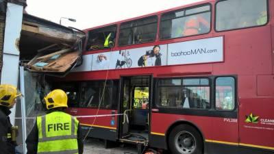 جنوبی لندن،بس دکان میں جا گھسی،چھ افراد زخمی
