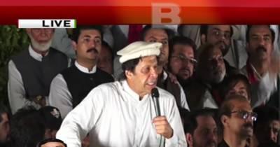 عمران خان نے نواز شریف کا ساتھ دینے والوں کو پاگل قرار دیدیا