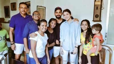 انوشکا شرما ورات کوہلی سے ملنے کیلئے سری لنکا جا پہنچیں