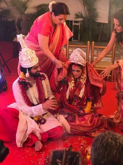 بالی ووڈ اداکارہ ریا سین کی شادی کی تصاویر منظر عام پر آگئیں