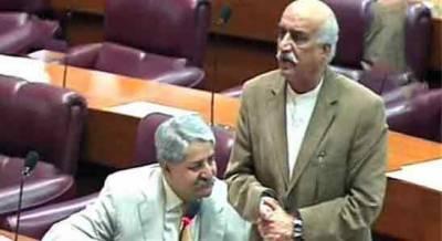 پارلیمنٹ اور جمہوریت کی بات کرتے ہیں لیکن اسمبلی میں کوئی نہیں آتا، خورشید شاہ