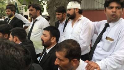 صدر ملتان ہائیکورٹ بار ایسوسی ایشن سے اظہار یکجہتی، سیالکوٹ میں وکلاء کا عدالتی بائیکاٹ
