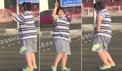 سعودی عرب، سڑک پر رقص کرنے والا14 برس کا لڑکا گرفتار