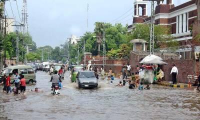 پنجاب اور خیبر پختونخوا کے مختلف شہروں میں موسلا دھار بارش