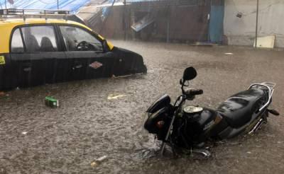 ممبئی میں بارش، ٹرانسپورٹ کا نظام درہم برہم،سڑکیں پانی میں ڈوب گئیں