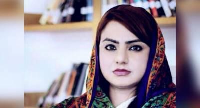 مائزہ حمید کے مبینہ ٹویٹر اکاؤنٹ سے عمران خان کے بارےمیں ایسی ٹویٹ کر دی کہ ۔۔۔