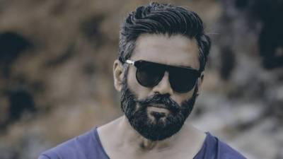 سنیل شیٹھی نے مداح کے موبائل سے اپنی ویڈیو ڈیلیٹ کر کے سب کو حیران کر دیا