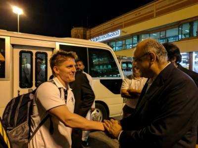 ورلڈ الیون کرکٹ ٹیم کا لاہور ایئرپورٹ پر شاندار استقبال