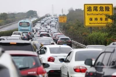 چین نے پٹرول سے چلنے والی گاڑیوں پر پابندی عائد کر دی
