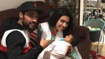 محمد عامر نے اپنی بیٹی کے کان میں خود اذان کہی