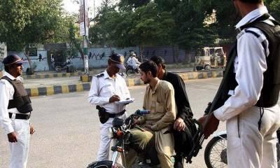 کراچی، ایک دن میں شہریوں کے 7 لاکھ 15 ہزار روپے کے چالان
