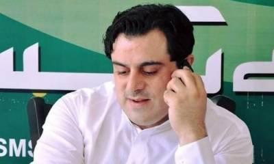بلال یسین کی پولنگ سٹیشنز پر پولیس سے تلخ کلامی