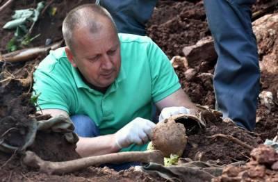 بوسنیا میں اجتماعی قبر سے درجنوں مسلمانوں کی باقیات برآمد