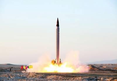 ایران نے 2000 کلومیٹر تک نشانہ بنانے والے بیلسٹک میزائل نمائش کیلئے پیش کر دیا