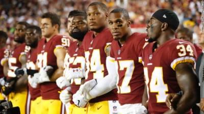 امریکی صدر کے خلاف احتجاج،سیاہ فام قومی ترانے کے احترام میں کھڑے نہ ہوئے