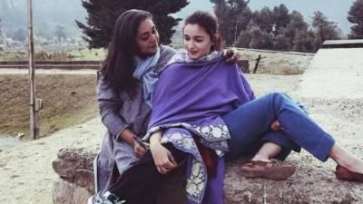 عالیہ بھٹ فلم شوٹنگ کیلئے کشمیر جا پہنچی