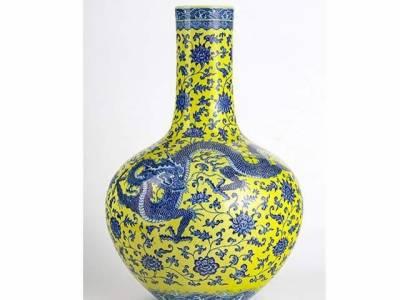جنیوا ،چینی گلدان 52 کروڑ روپے کی ریکارڈ قیمت میں نیلام
