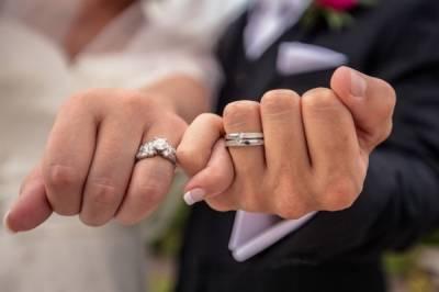 ہاتھ کی چوتھی انگلی کا آپ کے جیون ساتھی سے کیا اہم تعلق ہو تاہے؟
