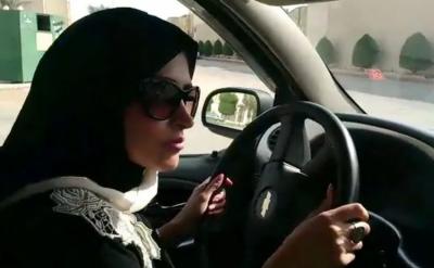 ڈرائیونگ لائسنس میں خواتین کو ایک رکاوٹ کا سامنا کرنا پڑ گیا