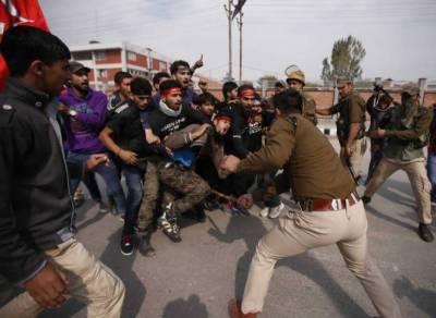 کشمیر میں عزاداروں پر بھارتی پولیس کی بربریت، کئی زخمی، درجنوں گرفتار
