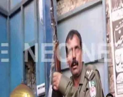 نشے میں دھت پولیس اہلکار کو امام بارگاہ کی سیکیورٹی پر تعینات کر دیا گیا