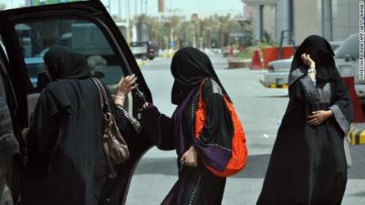 سعودی عرب میں خواتین ڈرائیوروں کی حد عمر 18سال کر دی گئی