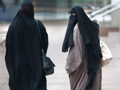 آسڑیا میں مسلم خواتین کے مکمل نقاب پر پابندی عائد کر دی گئی