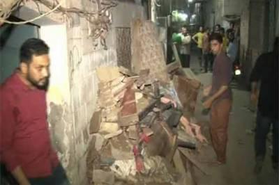 لاہور: دو منزلہ رہائشی عمارت زمین بوس ہو گئی، ایک خاتون جاں بحق