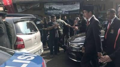 انڈونیشیا کے صدرسخت دھوپ میں دوکلومیٹر پیدل چلنے پر مجبور