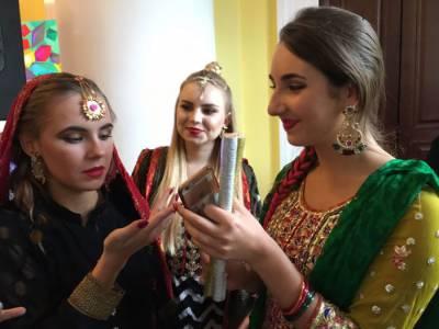 یورپ میں پاکستانی ثقافت کے رنگ بکھر گئے