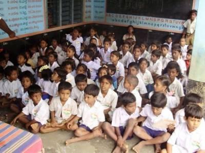 بھارتی وزیر نے بچوں کو اسکول نہ بھیجنے والے والدین کو جیل میں ڈالنے کی دھمکی دیدی