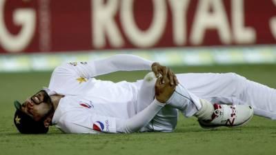 محمد عامر جسم پر ٹیپ لگا کر کھیلتا ہے : عتیق الزمان