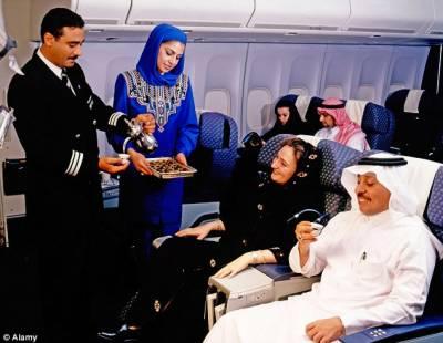 پروازوں میں تاخیر پر مسافر وں کے حقوق کے بھی ہیں ، قانونی مشیر عبدالالہ العبیلان