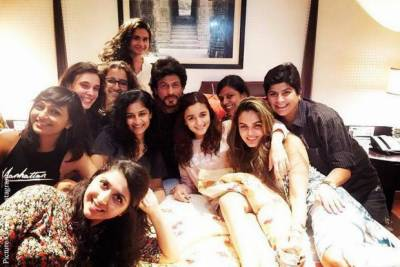 """بھارتی اداکاروں نے """"دیوالی """"کیسے منائی تصاویر دیکھئے"""