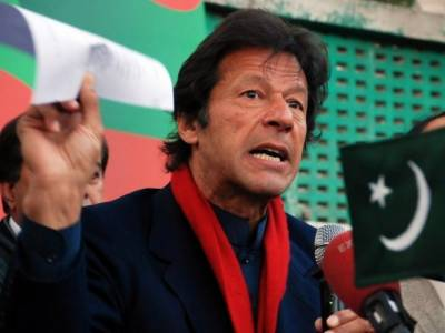 نوازشریف کی وکٹ گرگئی اب زرداری کی باری ہے:عمران خان