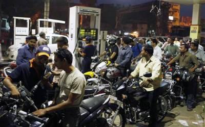 """پیٹرول بم گرانے کی تیاری """"عوام ٹینکیاں بھروا لے"""" پیٹرول کی نئی قیمت کیا ہو سکتی ہے ؟"""
