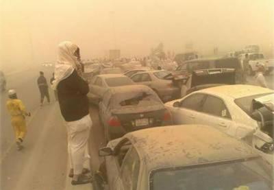 سعودی عرب میں گردو غبار کے طوفان نے معمولات زندگی معطل کر دیے