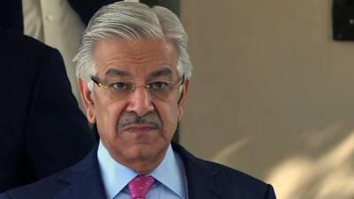 وزیر اعظم ذاتی دورے پر لندن گئے ہیں : خواجہ آصف