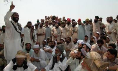 آپریشن ضرب عضب کے باعث نقل مکانی کرنے والے سینکڑوں قبائیلیوں کی گاڑیاں افغانستان میں پھنس گئیں