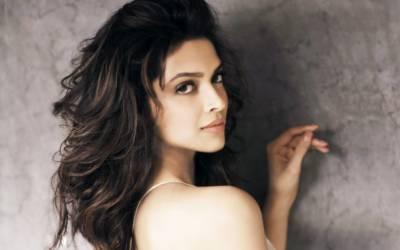 اداکارہ دیپکا سابق درینہ دوست رنبیر کے کزن کے ساتھ نشے کی حالت میں پکڑی گئیں