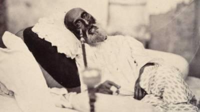 کتنا بد نصیب ہے ظفر دفن کے لیے،دو گز بھی زمین نہ ملی کوئے یار میں