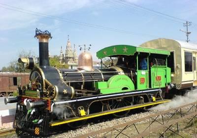 بھارت میں برقی ٹرین کا انجن خود بخود چل پڑا
