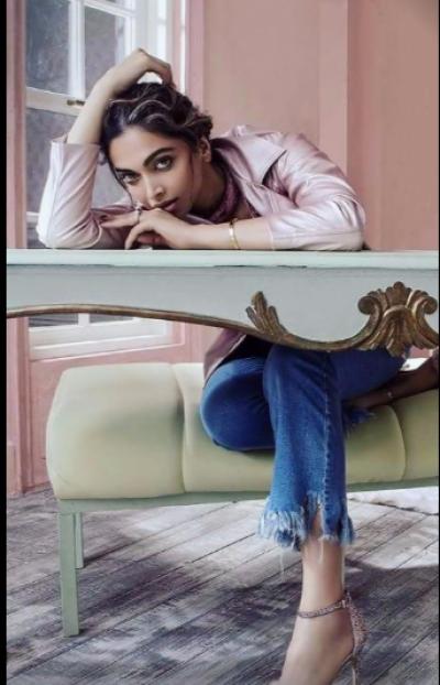 معروف بھارتی اداکارہ دیپکا کا فوٹو شوٹ منظر عام پر آتے ہی وائرل