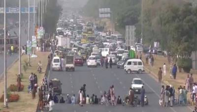 اسلام آباد دھرناختم کروانے کے لیے ایف سی اور پولیس کے تازہ دم دستے پہنچ گئے