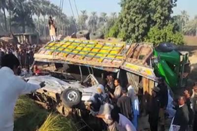 خیر پور: کوئلے سے بھرا ٹرک وین پر الٹ گیا، 5 مسافر جاں بحق