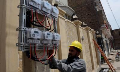 بجلی فی یونٹ 2 روپے 23 پیسے سستی ہو گئی