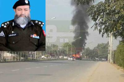 پشاور میں خود کش دھماکے سے ایڈیشنل آئی جی اشرف نور محافظ سمیت شہید