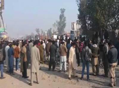 فیض آباد آپریشن، مظاہرین نے جی ٹی روڈ بلاک کر دی
